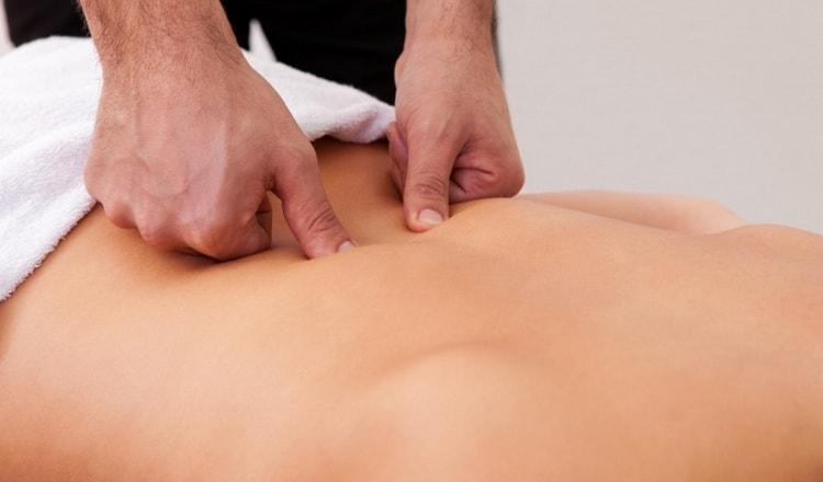 традиционная медицина для лечения дорсопатии пояснично-крестцового отдела позвоночника часто назначает массажи.