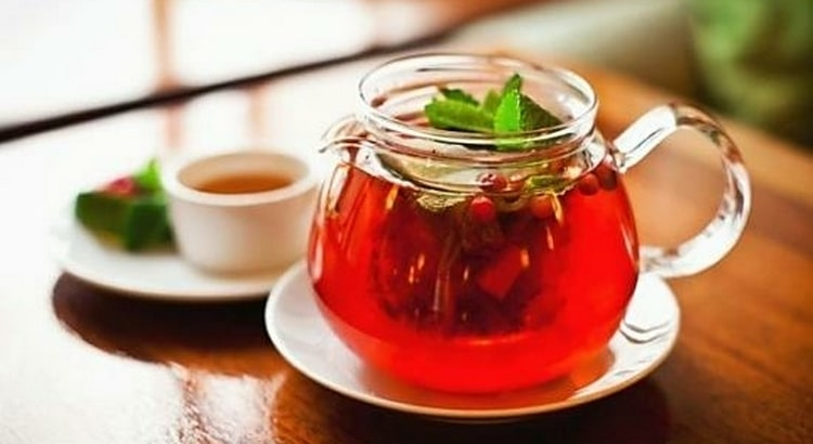 Чай из шиповника поможет укрепить иммунитет.