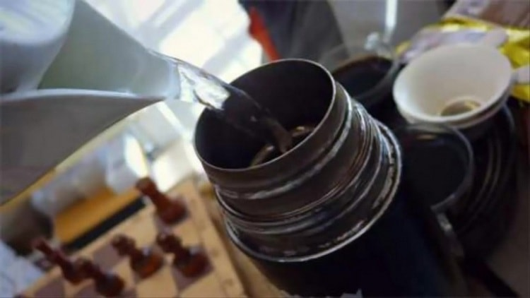 Настаивают зопник обычно в термосе.