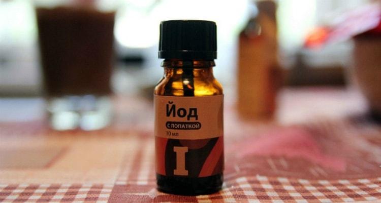Для лечения молочницы у мужчин используется йод.