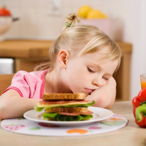 Снижение аппетита - один из симптомов острой формы гастрита