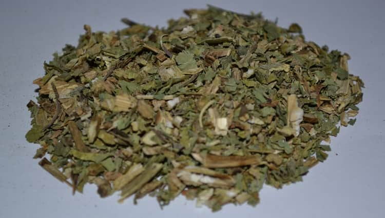 Народная медицина использует также корень этой травы.