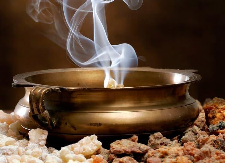Можно использовать масло и смолу также для ингаляции при ОРВИ и даже при бронхите.