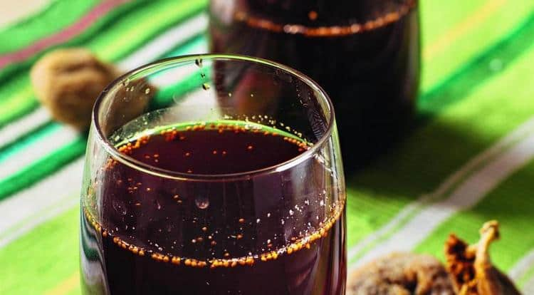 Пользу для организма приносит отвар сушеного инжира, поскольку он очень эффективен при камнях в почках.