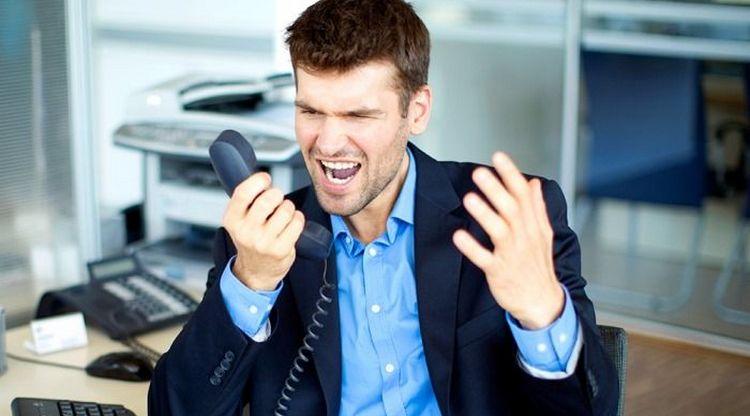 У взрослых невроз может возникнуть из-за чрезмерного перенапряжения на работе, постоянного стресса.