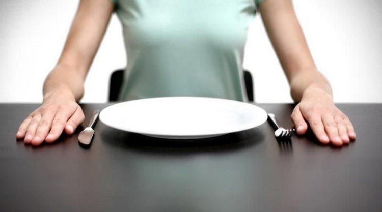 В острой стадии недуга важно несколько дней соблюдать лечебное голодание.