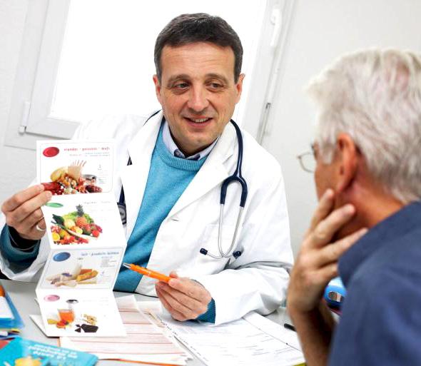 Врач назначает диету при гастрите