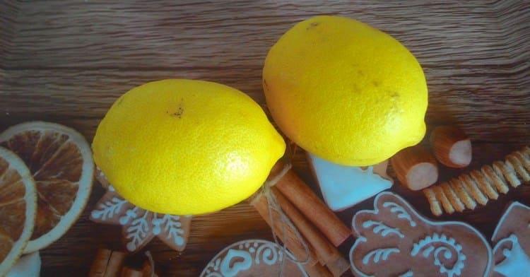 После приема жидкости нужно съесть дольку лимона.