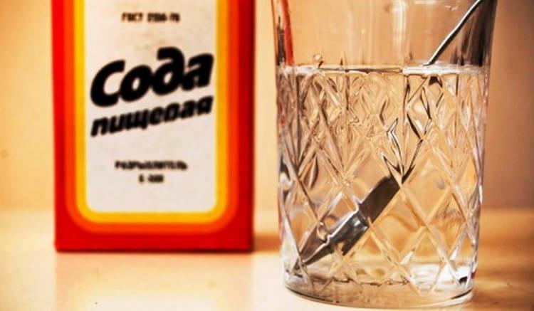Более агрессивным методом считается питье воды с содой.