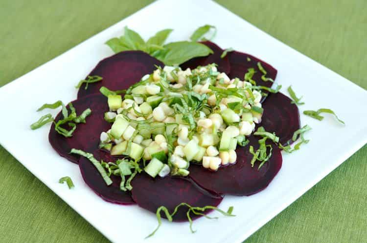 растение чесночница используется даже для приготовления салатов.