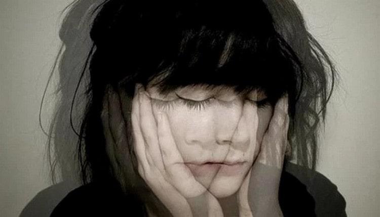 Причинами, по которым у женщин болит голова и тошнит, может быть беременность, гормональные нарушения.