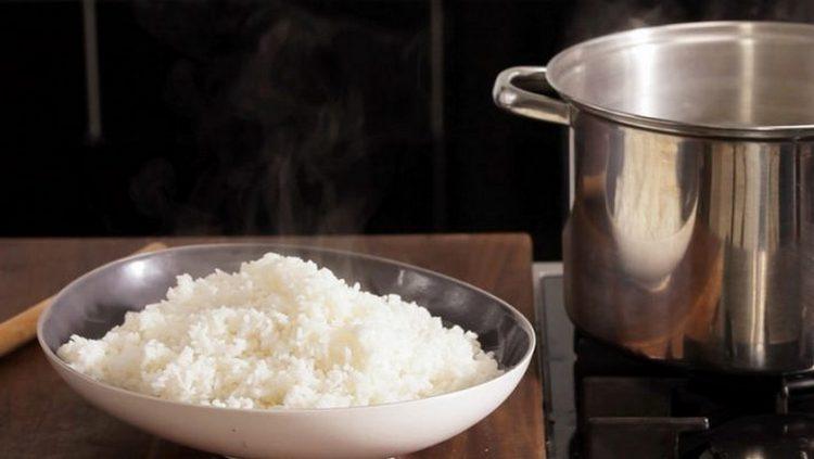 После процедуры нужно съесть гречку или рис на воде.