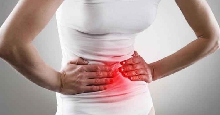 Болезнь Крона сопровождается рядом малоприятных симптомов.