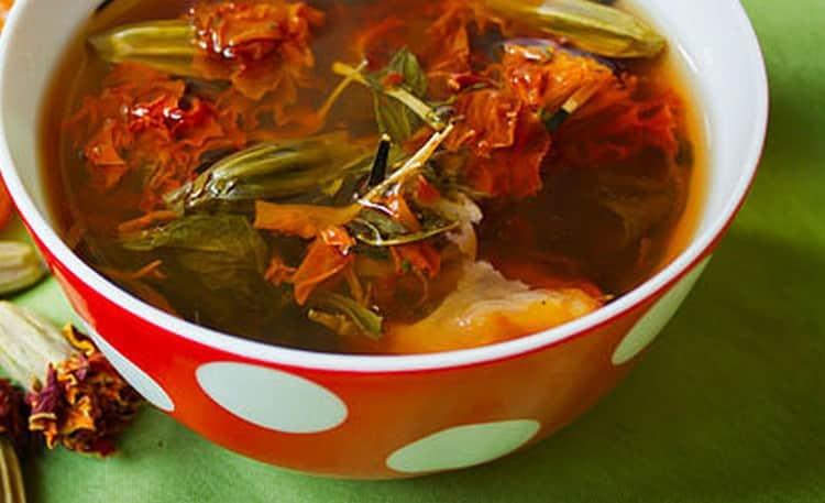 Цветки бархатцев, обладающие многими лечебными свойствами, применяются для лечения гельминтоза.