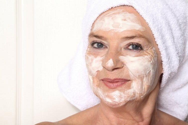 Фрукты можно добавлять в омолаживающие маски для лица.