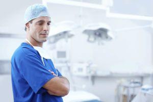 Когда и к какому врачу обращаться при геморрое
