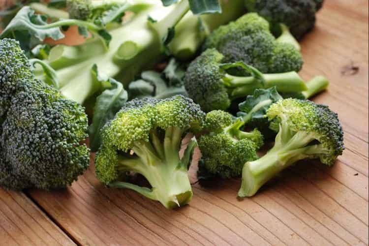 Узнайте все о пользе и вреде для здоровья капусты брокколи.