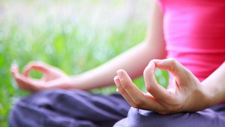 Некоторые люди считают, что для избавления от бородавок можно даже прибегнуть к медитации.