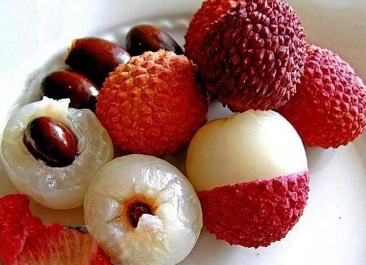 Несмотря на полезные свойства фрукта личи, съев его слишком много, можно нанести организму вред.