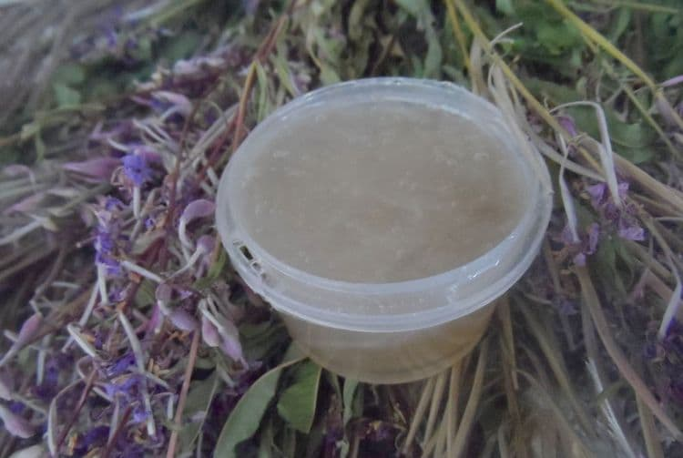 Растение используется даже в косметологии для приготовления масок для лица.