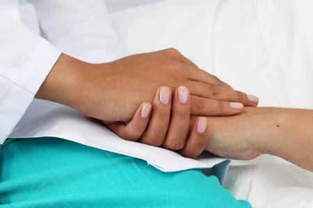 Врачебная поддержка пациентки перед операцией