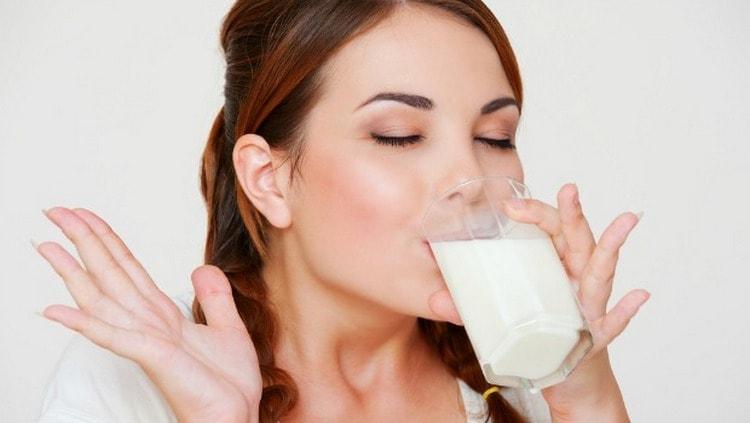 Стакан молока способен &quot,погасить огонь &quot, в пищеводе.