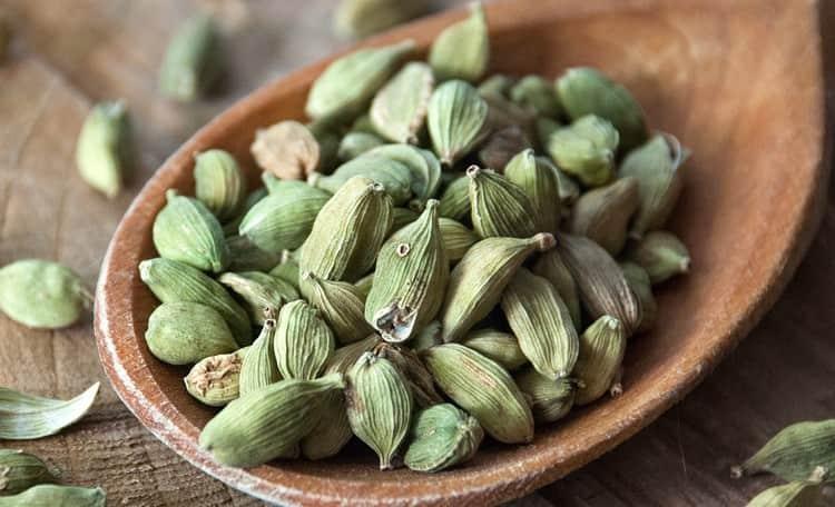 Благодаря своим полезным свойствам, кардамон нашел широкое применение в народной медицине.