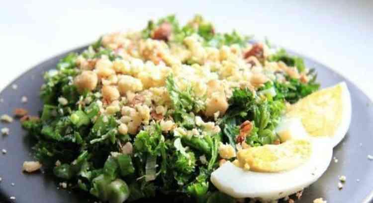 Ряску добавляют в салаты и другие блюда