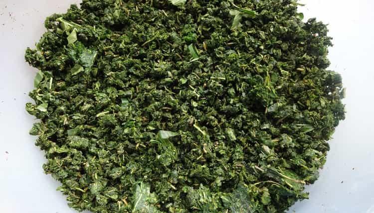 кашицу из измельченных листьев прикладывают к воспаленным суставам.