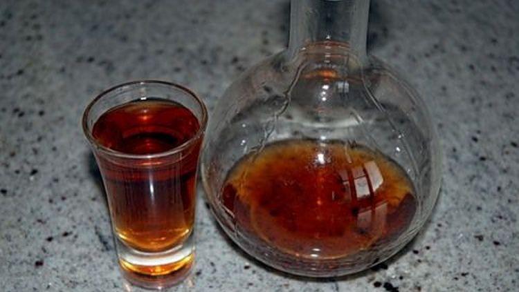 неплохой эффект при лечении дает применение настойки на перегородках грецкого ореха.