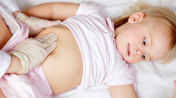 При аскаридозе у детей очень часто наблюдается, казалось бы, беспричинное вздутие.