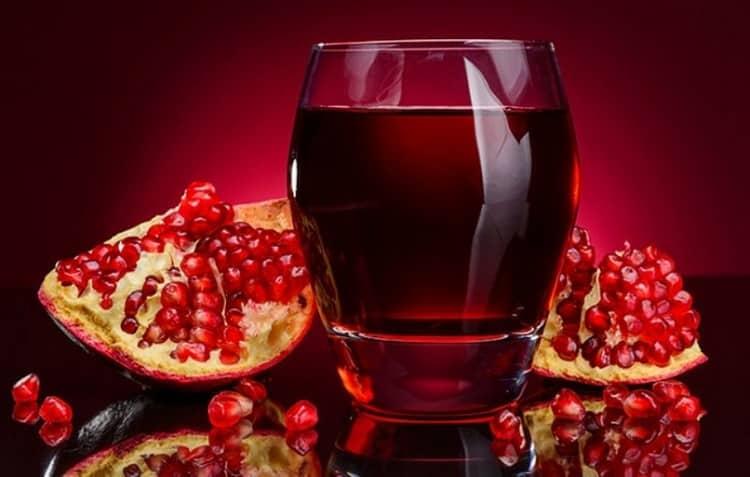Узнайте также о полезных свойствах сока граната и противопоказаниях к его употреблению.
