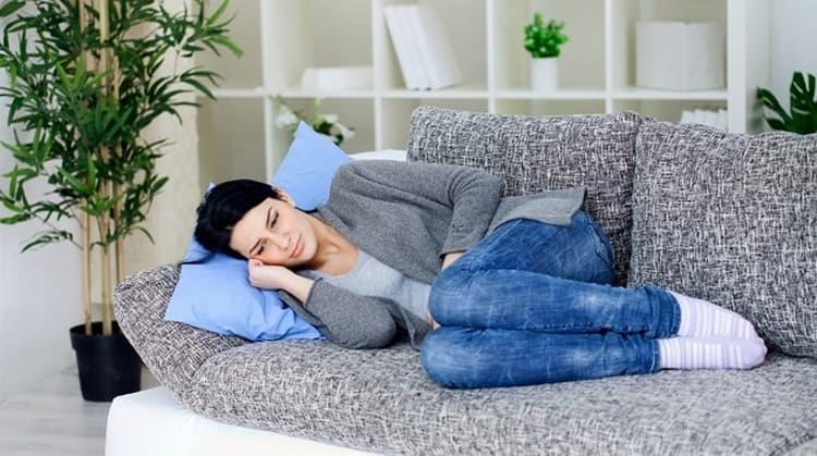 При хронической форме болезни клиническая картина смазанная, женщина может не подозревать о воспалении почек.