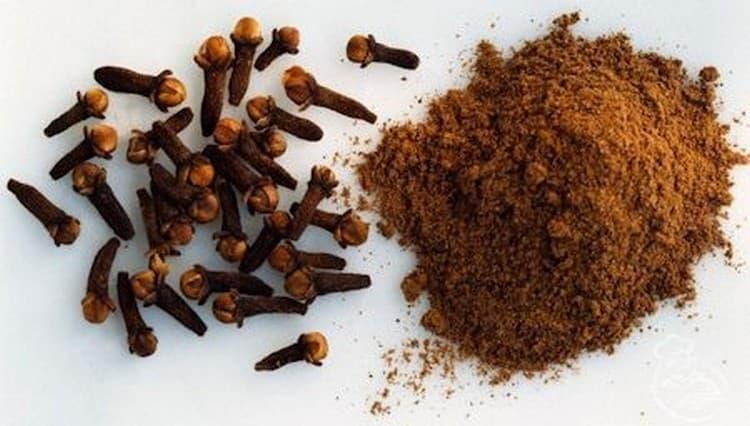 При лечении описторхоза народными средствами употребляют порошок из гвоздики и семян льна