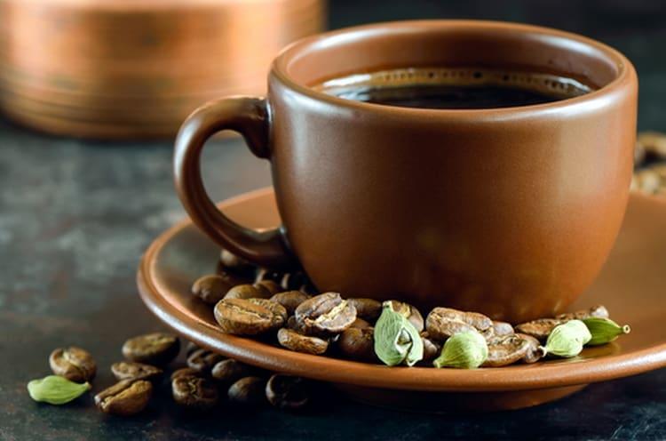 Узнайте также о пользе и вреде кофе с кардамоном.