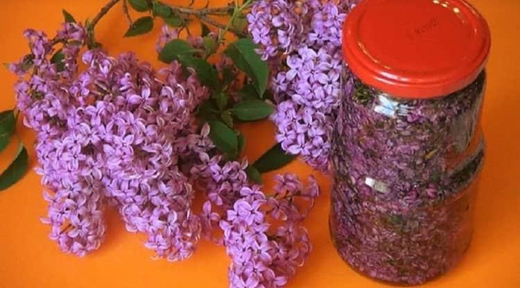 Можно в качестве растирки использовать настойку на цветках сирени.