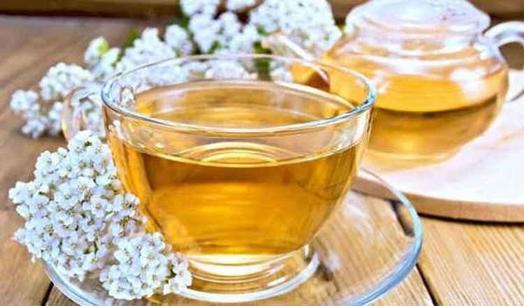При лечении невроза в домашних условиях применяют чай из тысячелистника.