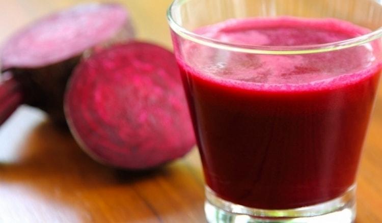 Можно использовать для полоскания горла свежий сок свеклы, смешанный с уксусом.
