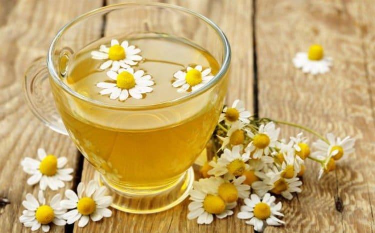 Чай из ромашки и мелиссы поможет нервной системе анорексика.