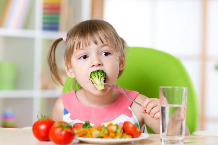 Узнайте, в чем польза и вред капусты брокколи, а также какие лечебные свойства этого овоща.