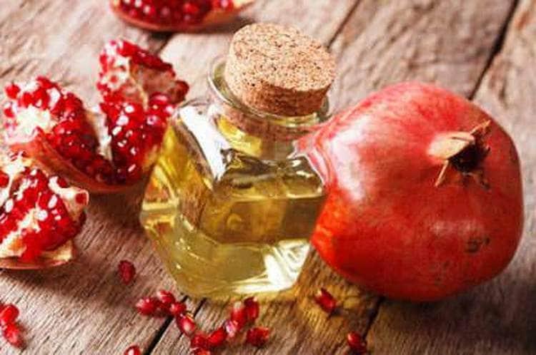 Полезными свойствами обладают не только корки граната, но и масло.