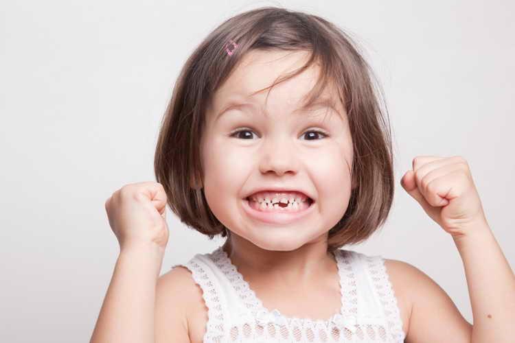 как в домашних условиях вырвать молочный зуб