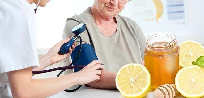 Мед с лимоном при проблемах с давлением