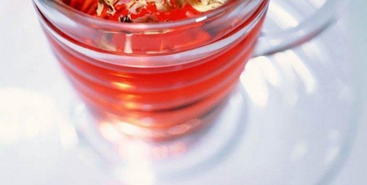 особенно ценна польза вишни для организма женщины.