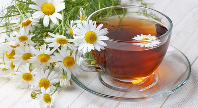 Полезно будет пить ромашковый чай.
