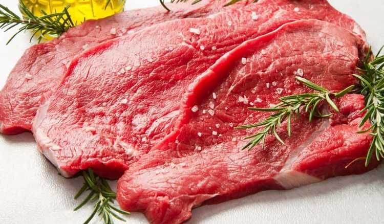 При проблемах с селезенкой полезной будет рыба, а также красное мясо.