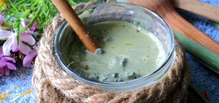 Маску для волос от выпадения в домашних условиях можно сделать на основе голубой глины и горчицы.