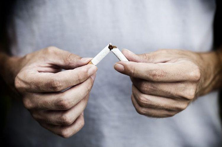 Отвары из растения помогают справиться даже с сигаретами при отказе от курения.