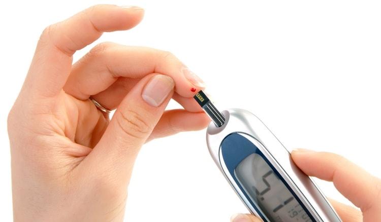 При сахарном диабете рыжик особенно ценен, поскольку помогает снизить уровень сахара в крови.