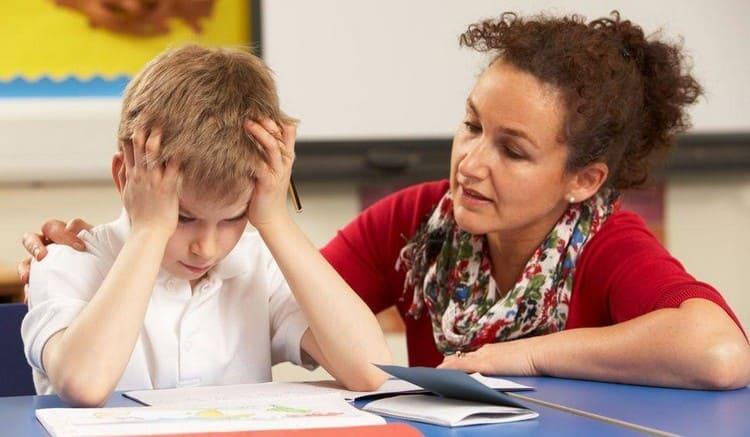 При хроническом течении заболевания у ребенка снижается иммунитет, он постоянно уставший, теряет интерес к учебе и любым другим занятиям.